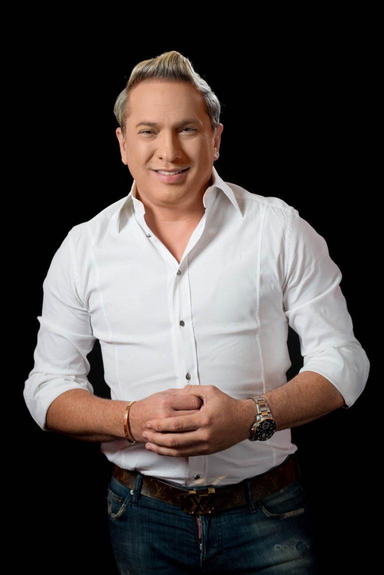 Retrato de fotos a Alex Macias en los estudios de Telemicro canal 5 en Santo Domingo