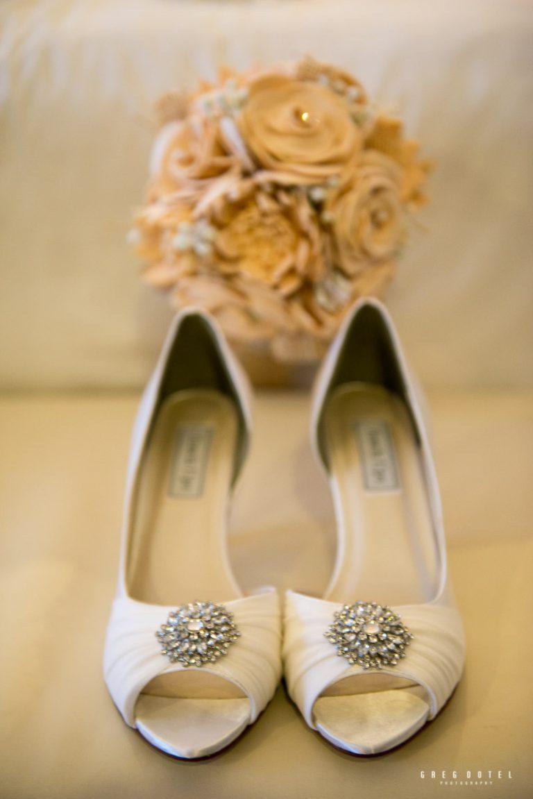 Fotografo profesional de bodas y sesion de novios en Republica Dominicana con fotos de zapatos de novias