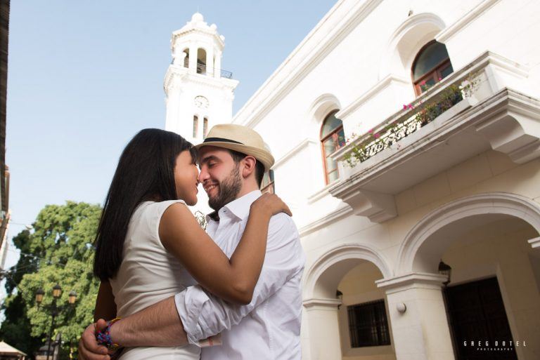 Sesión de novios de Mary y Mateo en la Zona Colonial de Santo Domingo de República Dominicana por el fotográfo Greg Dotel
