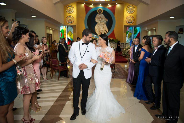 Ceremonia y recepción de bodas de Paola y Robert en iglesia de Santo Domingo, Republica Dominicana por el fotografo Greg Dotel