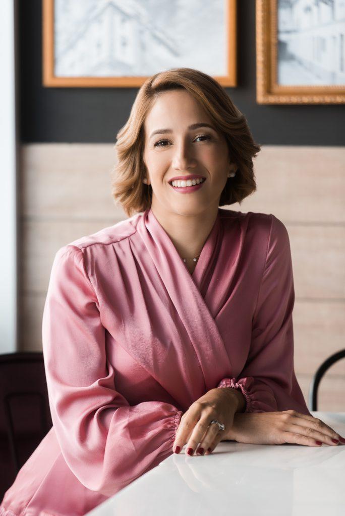 Retratos corporativos a Lauren Pou en 100 montaditos para la revista emprendedores en Santo Domingo Republica Dominicana