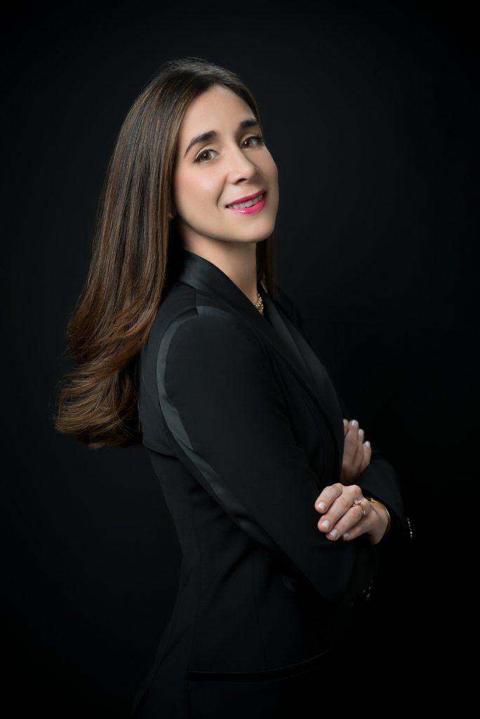 Retratos corporativos a Lisa Morel en estudio fotográfico en Santo Domingo Republica Dominicana