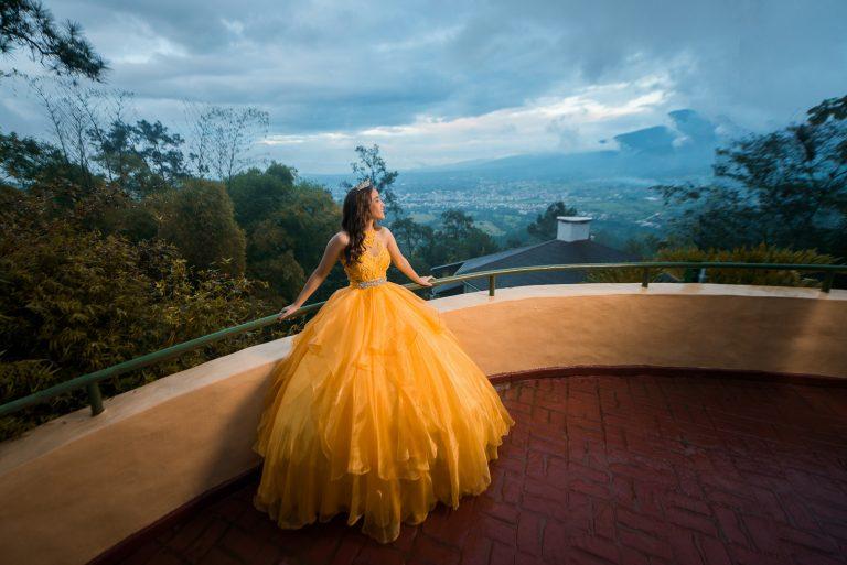 La Quinceañera Emely durante su sesión de fotos en Jarabacoa, República Dominicana