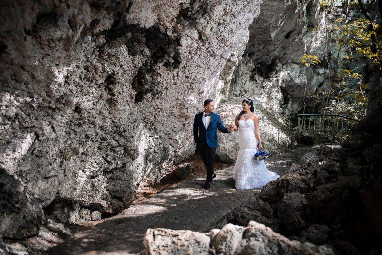 Sesion de novios o pre boda de Gaby y Juan en el Parque Los 3 Ojos en Santo Domingo, República Dominicana